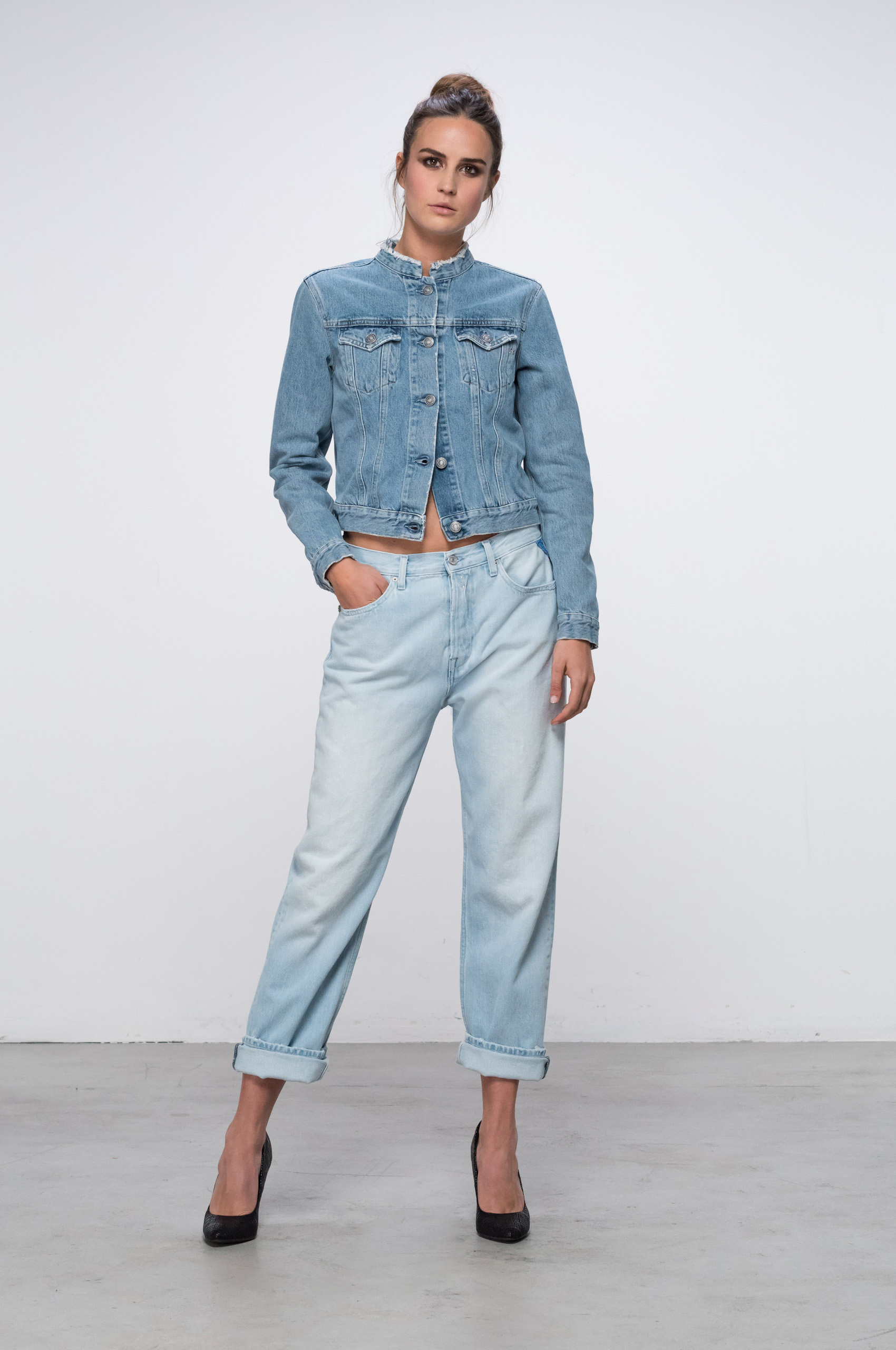 Relaxed jeans fit guide women